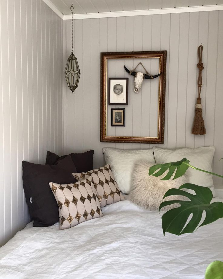 [Bedroom] 🌱  Her har jeg skiftet på senga , med sengetøy som har hengt på snora ute .. Helt hærlig altså 🌞🌱🌿💚#mynordicroom #myinterior #asafotoninspo #kava_interior #interior_delux #interior_and_living #interior_design #interior_lovers #interior9508 #interior4all #interior123 #interior12follow #interior125 #boho #bohochic #interiorwarrior #whiteinterior #casachicks1 #modernbohemian #interiorlovers #interior #passion4interior #apellebackeninspo #mykindoflikeinspo #bohoshareday…