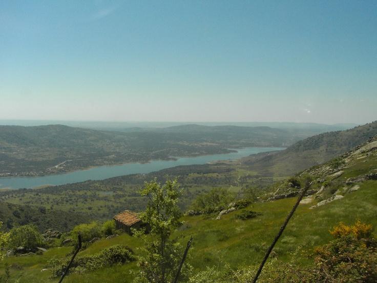 Otra foto de las vistas que se obtienen desde los Montes de Tras la Sierra, en las proximidades del Roble del Romanejo. Este es el embalse de Plasencia, sobre el Río Jerte.