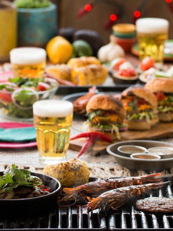 梅雨に入り、湿度と温度がぐぐっとあがってくると、やっぱり飲みたくなるのが冷えたビール。ということで、今年もビアガーデン特集がスタート! まずは、肉食系におすすめしたい6つのビアガーデンをご紹介。