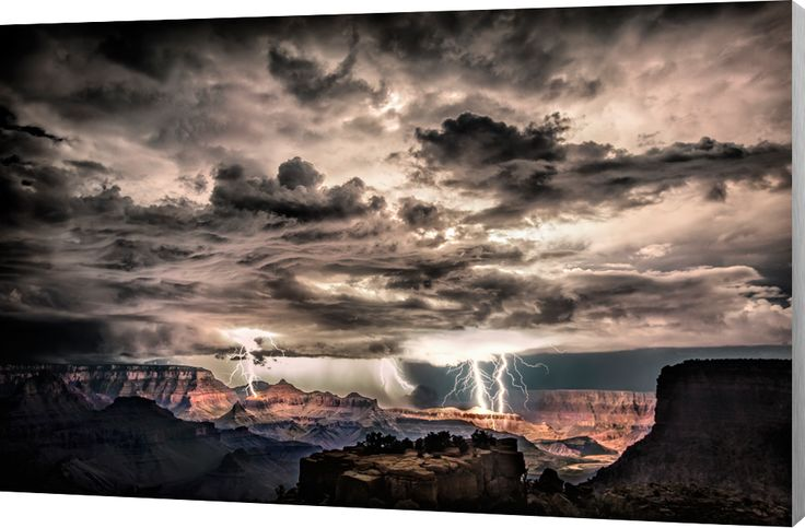 Lightning in the Grand Canyon. Onweer en bliksem in de Grand Canyon in Arizona. Luxe wanddecoratie van Wallstars.