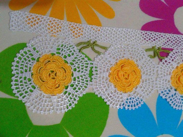 Sarı çiçekli dantel havlu kenarı