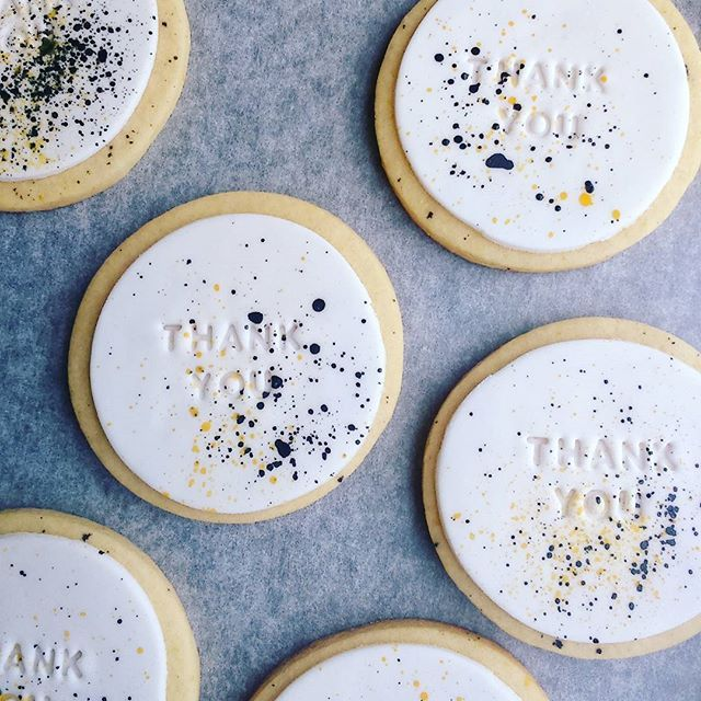 Rebecca Jane Sugar Art - Thank you cookie favours, splattered with #edibleartpaint 💛❤💛❤
