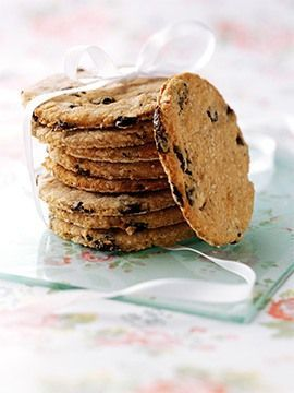 Discover delicious. This Fruity Cinnamon Oatcakes recipe from Whole Grain Goodness creates a healthier treat you can create for very little cost.
