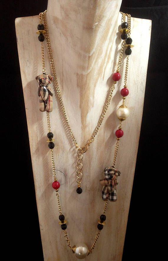 sautoir chaîne ,perles de verre,perles nacrées,petits ours en tissu imprimé Burberry pièce unique longueur complète 118 cm longueur porté 59 cm