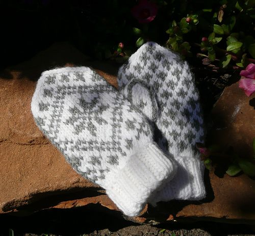 *NOTE: You get the pattern in both Norwegian and English by downloading it here on Ravelry!*