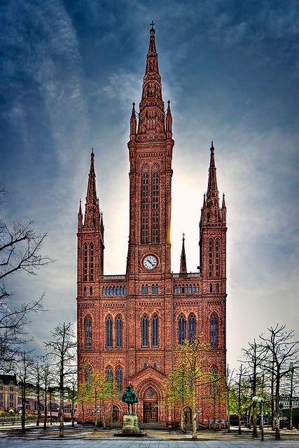 Market Church, Wiesbaden - (CC)Kay Gaensler - www.flickr.com/photos/gaensler/4533808837/in/set-72157615848946897#