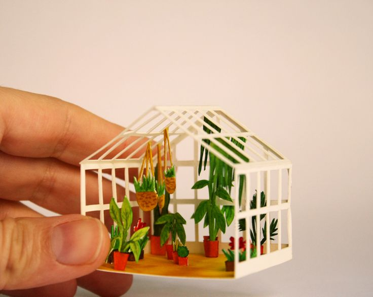 Mar Cerdà dioramas are simply breathless and it's beautiful to imagine how the paper becomes three-dimensional iconic models of movie sets, perfect scene reproductions got by miniaturizing, water coloring and cutting each single piece of illustrated paper.