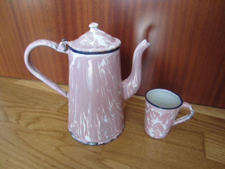 Vendimia francesa esmalte cafetera y taza, esmalte, esmalte pote del café, taza de esmalte, esmalte antiguo, shabby chic, taza de esmalte, color de rosa y blanco de LittlethingsGoods en Etsy https://www.etsy.com/es/listing/384324674/vendimia-francesa-esmalte-cafetera-y