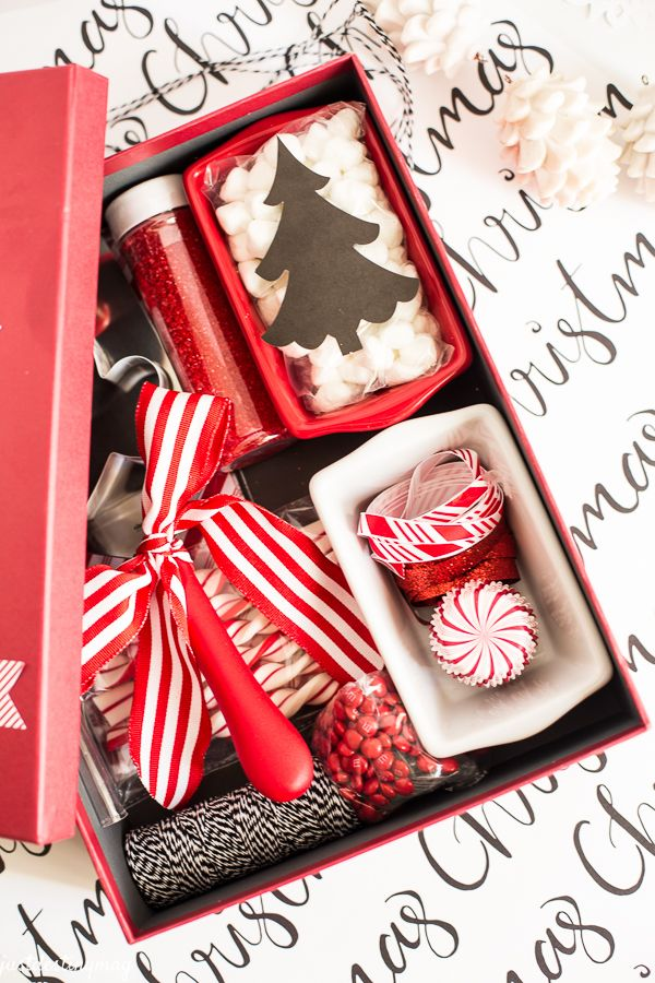 774 best wrapping homemade gifts images on pinterest christmas diy christmas gift idea i put this little bake it box together for my solutioingenieria Image collections