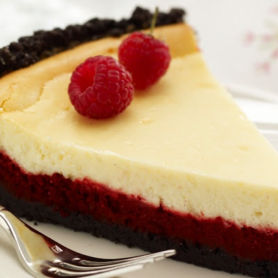 Red Velvet Cheesecake -- This looks ver yummy. Have emailed recipe to Mother in hopeful anticipation. [Licking chops]