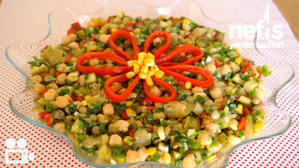 Videolu anlatım Nohutlu Mercimekli Gün Salatası Videosu Tarifi nasıl yapılır? 5.320 kişinin defterindeki bu tarifin videolu anlatımı ve deneyenlerin fotoğrafları burada. Yazar: NYT Mutfak