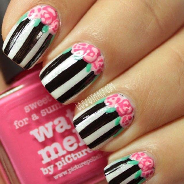 awesome nail art #nail #unhas #unha #nails #unhasdecoradas #nailart #gorgeous #fashion #stylish #lindo #cool #cute #fofo #floral #flores #flowers #listras #stripes #preto #branco #rosa
