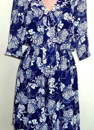 Цена: 135 грн. - Шифоновое платье с галстуком  Состав: Полиэстер Цвета: Синий, Белый. Купить в Шафа. Недорогие, но качественные товары по доступной цене!