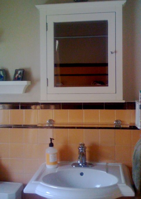 Small retro deco bathroom peach brown we decided to for Bathroom ideas 1940