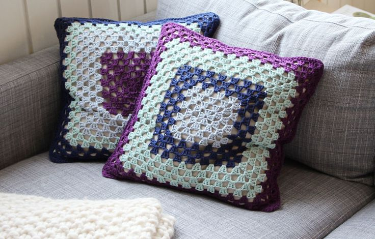 Grannys square pillows - free crochet pattern - Pickles