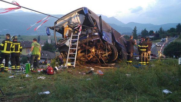 Nové záběry z havárie autobusu v Itálii. V nemocnici zůstává 13 Čechů - Seznam Zprávy