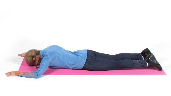 Одна из проблемных зон у большинства худеющих - так называемая холка,  или жировые отложения на задней стороне шеи. Распрощаться с ней навсегда  помогут несколько простых упражнений.