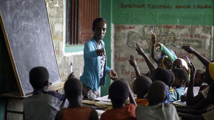 """Inmigración subsaharianos tratada desde el respeto y la admiración por este periodista que conoce y ama África. Xavier Aldekoa: """"La educación es un arma de construcción masiva"""" #inmigracionsubsahariana; #xavieraldekoa; #Africa; #tolerancia"""