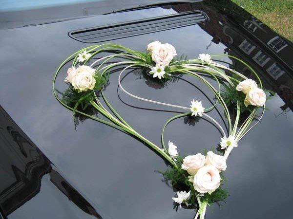 Stylové svatební dekorace na auto