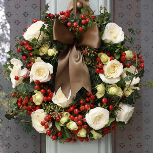 beautiful wreath at Christmas - absolutely love this...must translate into artificial to last longer