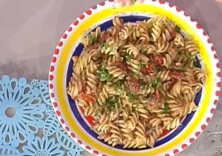 Pasta fredda alla puttanesca, la ricetta della Prova del Cuoco  http://feeds.blogo.it/~r/Gustoblog/it/~3/wich6JHy5sc/pasta-fredda-puttanesca-video-ricetta