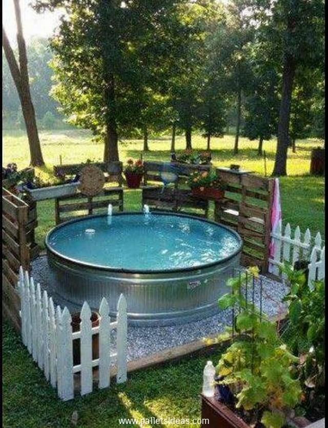 1000 images about pallet patio on pinterest outdoor for Garden pool made from pallets