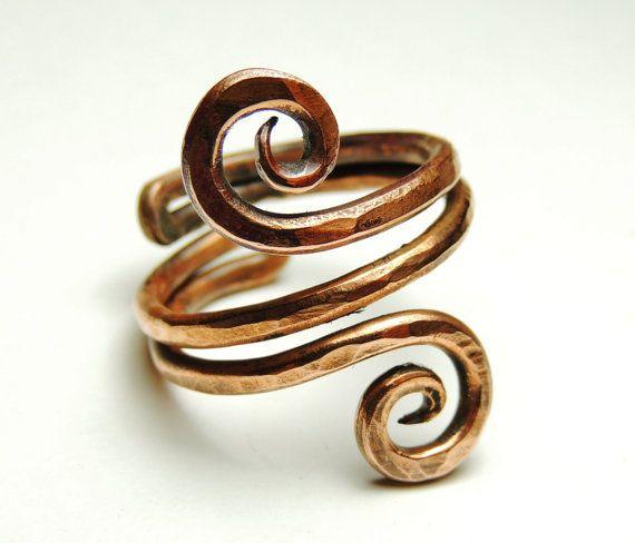 anillo de alambre de cobre rizado  martillado handmare