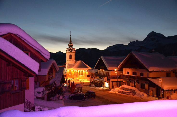 //\/\\ Notre Dame de Bellecombe by night - #valdarly #montblanc