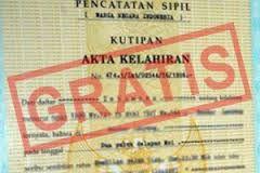 Terbitkan Akta Kelahiran gratis, Dukcapil Sangihe Dibanjiri Warga