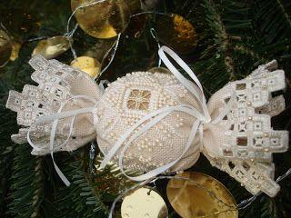 Dream Stitcher: Sugar Lace Ornament Victoria Sampler