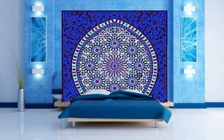 Tête de lit orientale et porte marocaine