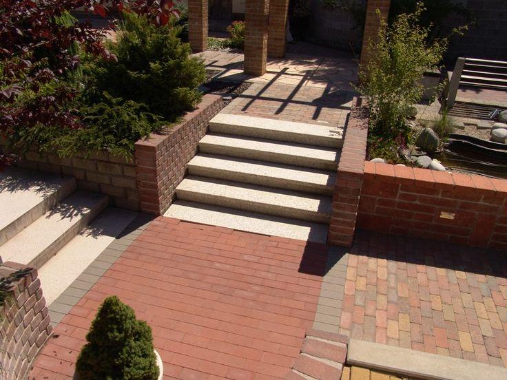 Různé typy dlažby, schodiště