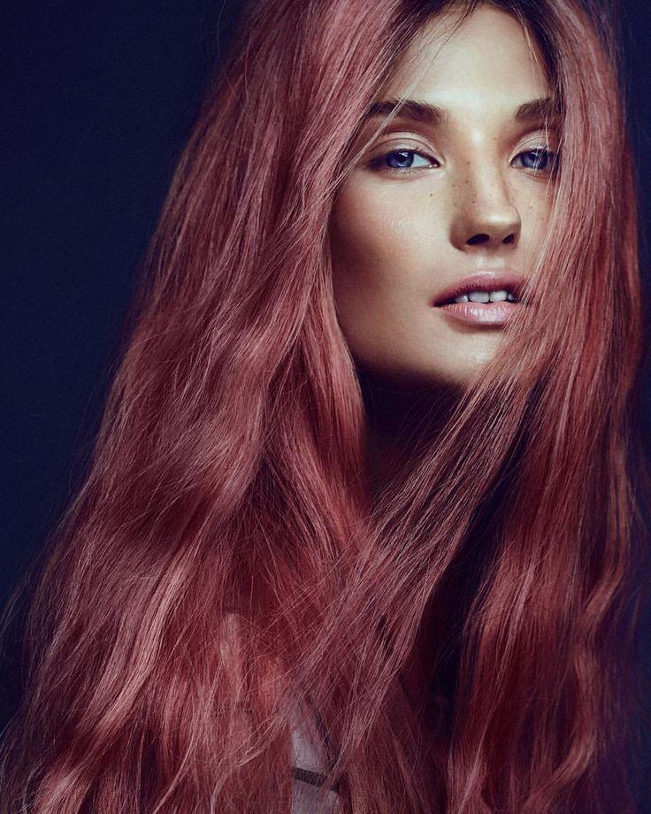 """183 likerklikk, 3 kommentarer – Gevir (@gevir) på Instagram: """"🌺 Vi elsker rosa hår 🌺 Hår farget og stylet av Gevirs Nikola for ELLE. Joanna foreviget av Jørgen…"""""""
