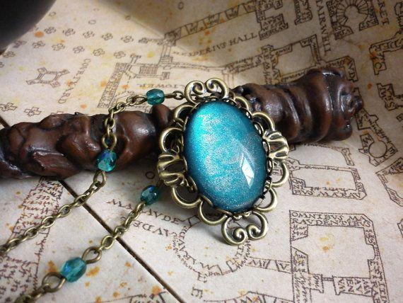 Antique brass jewelry, filigree and blue cabochon. Collier Galaxy  cabochon bleu et par LeManegeSurLaColline sur Etsy