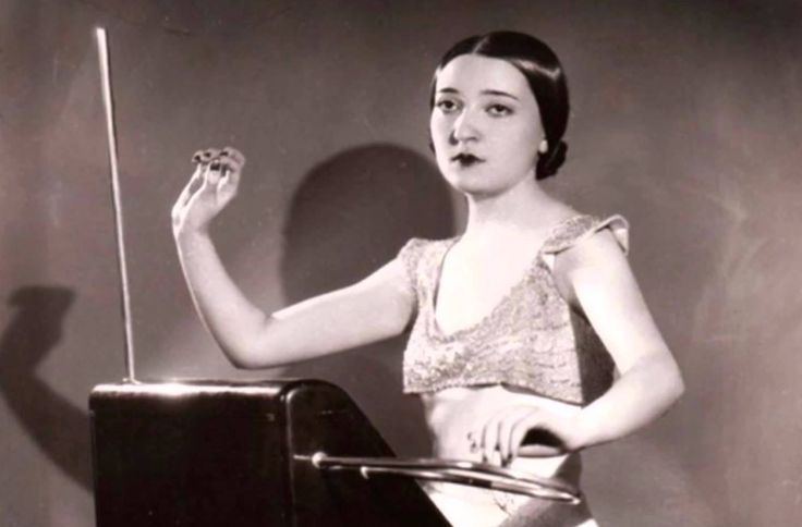 Meet Clara Rockmore, the Pioneering Electronic Musician Who First Rocked the Theremin in the Early 1920s |  Open Culture