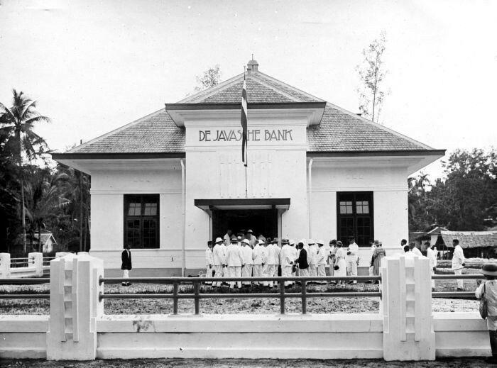 Opening van het kantoor van de Javasche Bank in Bandjermasin.  1923