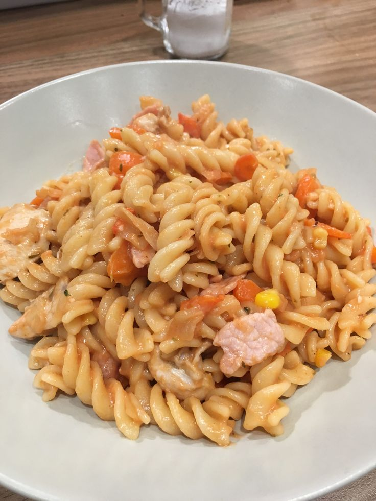 I put together this fantastic pasta tonight mainly from what I had lingering in the kitchen and it was delicious 🙂 It will serve 2 people or feel free to freeze the second portion. As long as you use the[...]