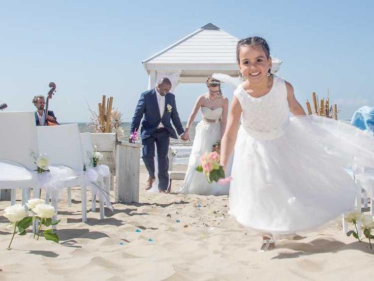Bruidsmeisje bruiloft op het strand