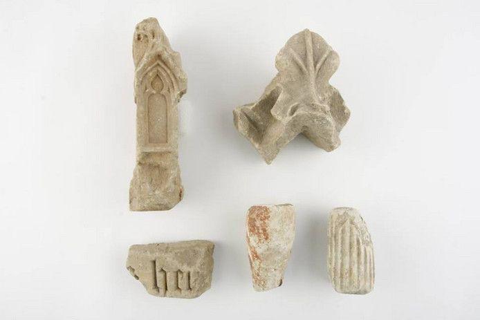 Domplein Utrecht | 1935 | fragmenten van beeldhouwwerk uit de 15e en 16e eeuw | foto: (c) PUG collectie