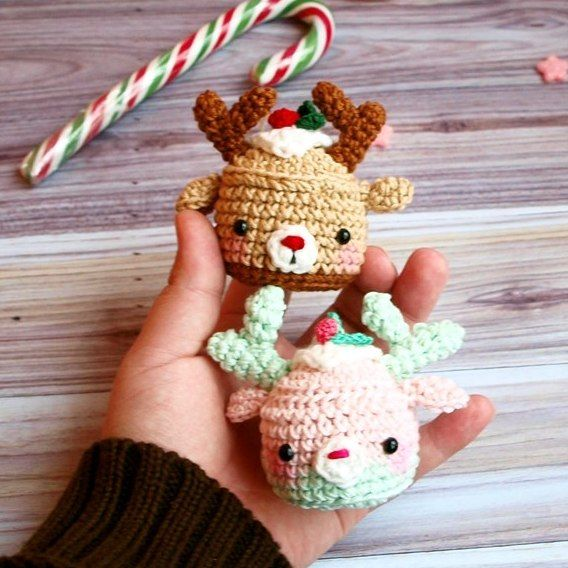 Let's crochet sweet deer cupcakes to decorate the house and create a Christmas spirit! Follow this free amigurumi pattern!