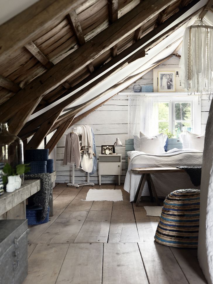 1000 images about cozy attic rooms under the eaves on for Attic bedroom ideas pinterest