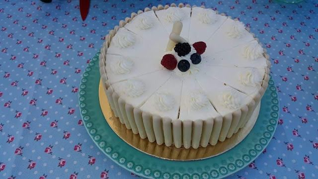 Sims Cake Shop: Bolo kinder bueno