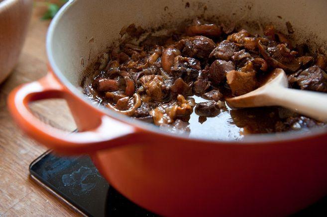 receta-ternera-estofada-con-vino-setas