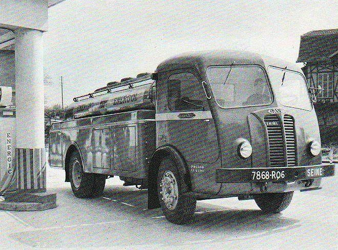 Panhard Movic camion citerne