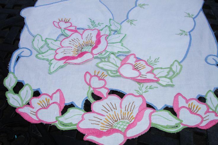 Ensemble chemin de table de trois commode foulard par MAISONDELINGE