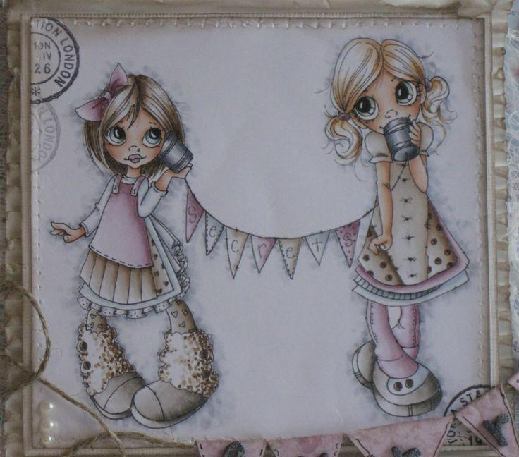 Skin/Hud: E0000-E000-E11-E21 Dark hair/Mørkt hår (girl on left side/jente til venstre): W00-E40-E42-E43-E44-E47 Blue eyes/blå øyne (girl on left side/jente til venstre): BG0000-BG72-BG75 Light hair/lyst hår: E50-E51-E53-E31 Green eyes/Grønne øyne: G20-YG61-G94 Colors for the clothes: Farger på klærne: Pink/rosa: V0000-RV91-RV93-RV95 Brown/brun: W00-E40-E42-E43-E44 (E44 only for the darker brown areas/E44 bare på de mørkebrune områdene) Grey/grå: C0-C1-C3 Light blue/Lyseblå: B0000-C0-C1…