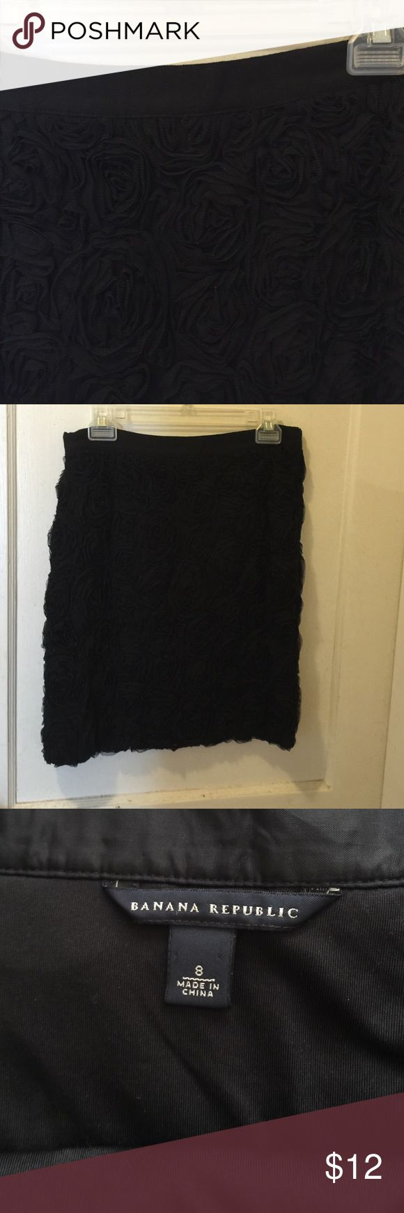 Banana Republic dressy skirt - 8 Gorgeous skirt in excellent used condition.  Covered with tulle rosettes, grosgrain ribbon waistband, side zipper, fully lined.  So perfect for the upcoming seasons! Banana Republic Skirts Midi
