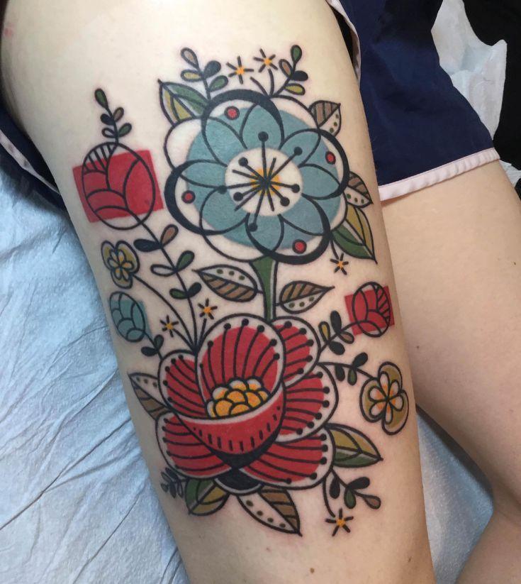 Modernes Barkcloth-Floral-Tattoo aus der Mitte des Jahrhunderts von Jen Trok bei Speakeasy Custom Tattoo, Chicago, IL