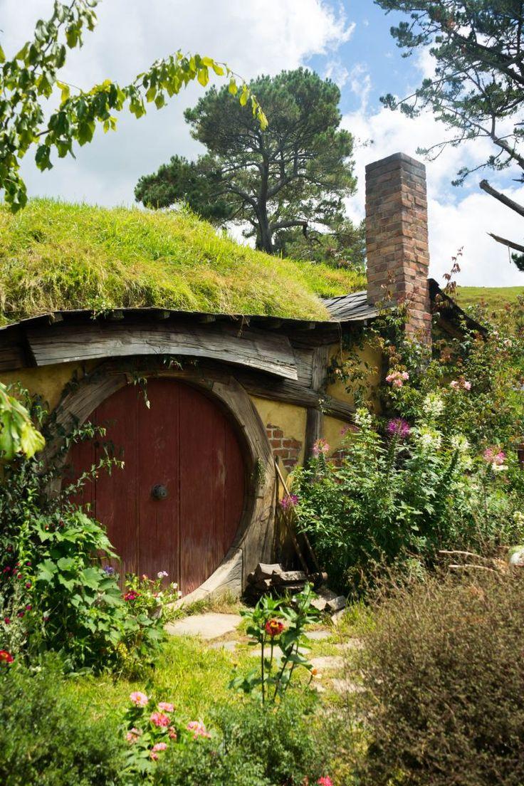 Enchanted Garden Inspiration   Hobbit houses diy, Hobbit ...
