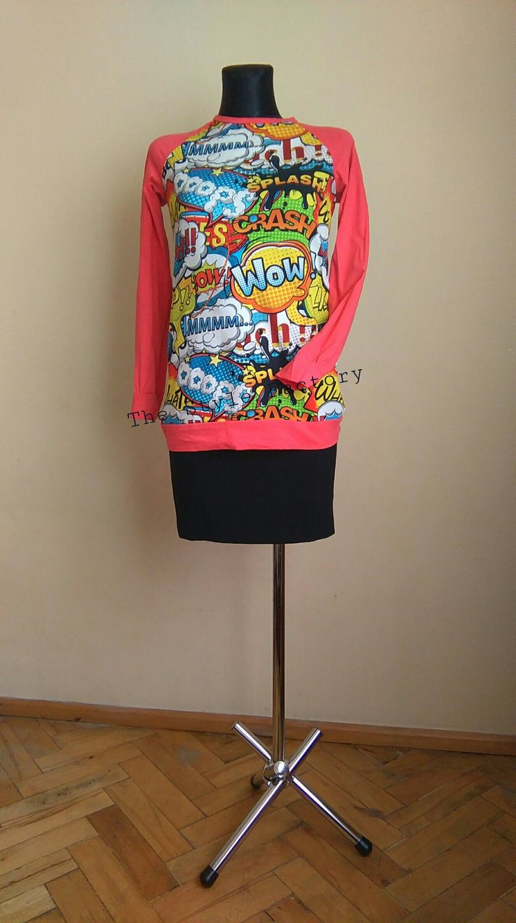 Sweatshirt with print comics combined with coral // thestylefactory.pl //